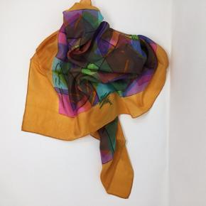 100% silke, forkantet tørklæde Design af Bente Hammer 73x73 cm Kan sendes som brev for 20,-