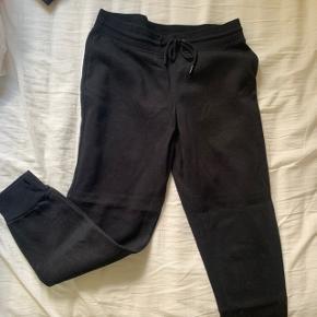 Joggingbukser i sort 😊 Super lækre  BARE BYD 💞