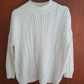 Offwhite sweater fra Topshop  Materiale: hovedsagligt akryl med 3% uld