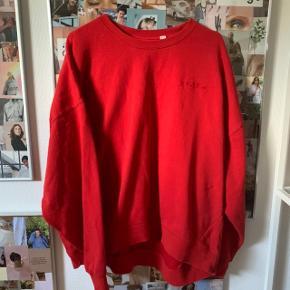 💛Sælger min sweatshirt fra h&m, er i en str.L, og er i fin stand💛