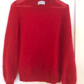 Super fin strik trøje.   32% mohair 28% uld 40% nylon
