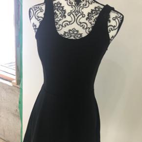 Basis kjole fra H&M brugt en enkelt gang