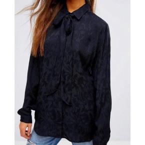 Elegant og feminin skjorte fra Gestuz i str. xs/xsmall/x-small/34. Aldrig brugt.