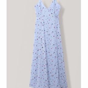 Smukkeste Ganni kjole. Der er en lille plet nederst på kjolen, jeg har ikke vasket kjolen, så den kan muligvis gå af.  Man skal også lede efter pletten - det skal dog nævnes :-)