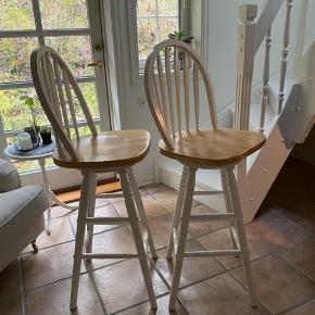 To lækre bar drejestole fra Usa. Afstand fra gulv til sæde 75  cm .