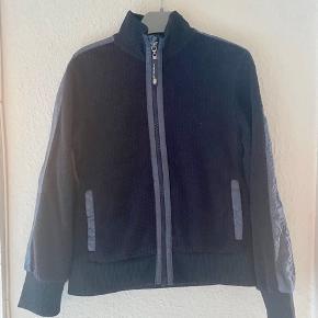 POMPdeLUX cardigan bluse 128  - fast pris -køb 4 annoncer og den billigste er gratis - kan afhentes på Mimersgade 111 - sender gerne hvis du betaler Porto - mødes ikke andre steder - bytter ikke