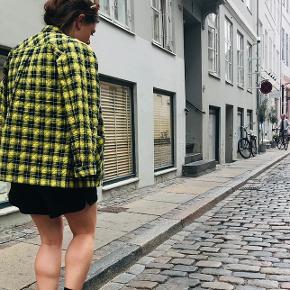 Brugt meget få gange. Stand som ny. Gul/sort ternet jakke fra Mads Nørgaard
