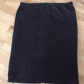Milla nederdel str L, aldrig brugt. Liv: 44x2 Længde: 62