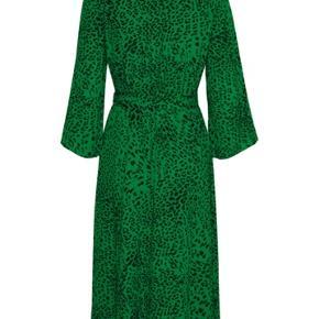 Skøn kjole med bindebånd, nypris 1300