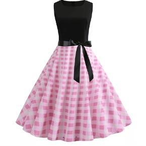 Pinup kjoler str 42-44...aldrig brugt..Min pris 180 pr stks...eller begge for 300,-