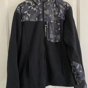 Peak Performance Fleece Jacket. Størrelse XL. Super fed fleece i rigtig god stand.  Unikt mønster.