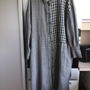 Wiesneck kjole eller nederdel