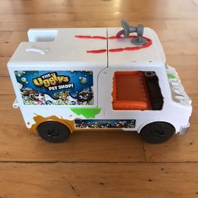Ugly PET Shop.  Vaskebil med en figur.  Stort set aldrig været leget med.