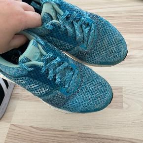 Adidas ultra boost st str 37 1/3, brugte indenfor dermed ikke ret slidte. BYD gerne