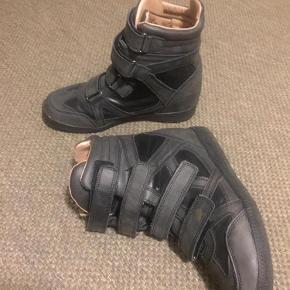 Varetype: Sneakers med wedge Farve: Grå