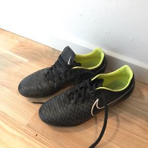 Fodboldstøvler str 41