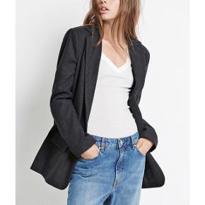 Super sej blazer i uld fra Envii! God som ny 👍🏽 Str. Medium, men passer også en Large. 50 % uld 50 % polyester  🧥