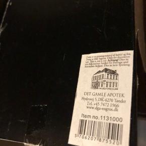 Julepynt, købt hos det ganle apotek i Kbh. Ca 15cm stor, nypris 99kr. Fejlkøb og derfor aldrig brugt. Byd!