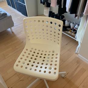 2 stk stole hentes gratis  Trænger til en klud