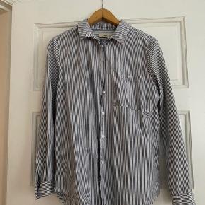 Oversize skjorte  Prisen er eksklusiv forsendelse