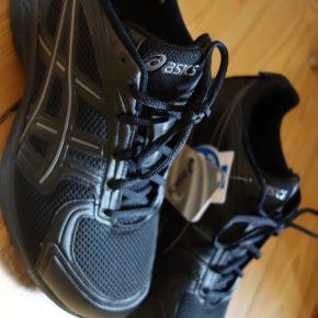 Asics sko. Helt nye. Lidt for små til mig.