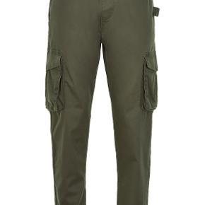 Sælger disse fede bukser fra det danske brand, Anerkjendt. Aldrig brugt - med prismærke. meget store i størrelsen så skulle gå en størrelse ned.   Nypris: 600,-  Byd!