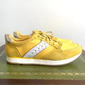 B&CO sneakers