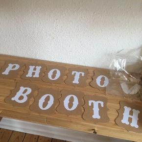 Photo Booth skilt - fast pris -køb 4 annoncer og den billigste er gratis - kan afhentes på Mimersgade 111 - sender gerne hvis du betaler Porto - mødes ikke andre steder - bytter ikke