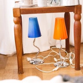 Vildt smukke og unikke retro / antik bordlamper. Har lampeskærm i glas og stel i krom.