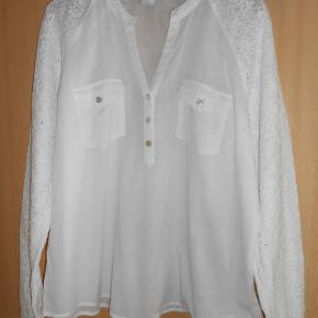 Flot bluse i bomuld fra Culture Brystmål 118 cm Længde 67 cm Aldrig brugt!