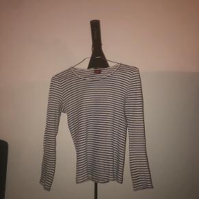 Mads Nørgaard trøje. Brugt en del, men fejler ikke noget. One size. Nypris 255kr