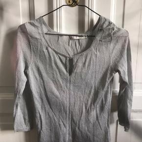 """Fin bluse.  Jeg handler kun med """"køb nu"""" funktionen🌸"""