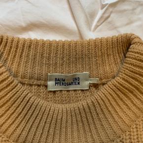 Baum Und Pferdgarten flot strik i 50% merino uld 50% acrylic.  Flot form og god stand.  DK Small