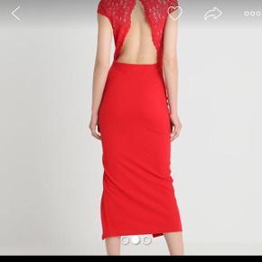 Smuk rød ny kjole med bar ryg m blonder