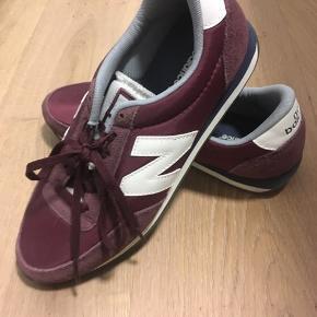 Fejlkøb, aldrig brugt. Str. 40,5. Lille i størrelsen. Jeg bruger normalt 39/40 i sko. Kan hentes i Aarhus C.