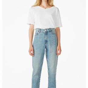 Hejsa! Jeg sælger mine monki taiki x-long jeans, da jeg desværre er vokset ud af dem:( de er en str 25 hvilket svarer til ca. Xs-s  Bukserne er godt brugt, men stadig i god stand, og kan forsat holde mange år endnu:) skriv gerne for billeder af mine egne😊  Har også et par i sort, tjek min profil for mere info😊