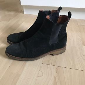 De fedeste Ahler boots. De  Er brugt, men ikke synder,og slid, som billederne viser . Den oprindelig købspris var 1600, men byd endelig😊