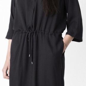 Storm & Marie Lucca-SDR kjole. 70% viskose, 30% tencel.