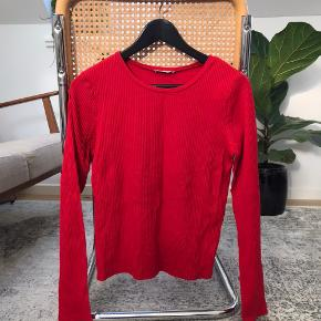 Zara Longsleeve Size L, but very small in size fits S-L