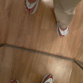 Slippers fra Saks Potts. Helt nye. Nypris er 35£.
