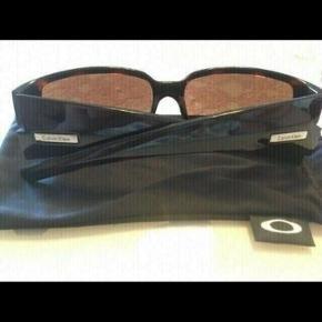 Sælger mine gamle Calvin Klein solbriller  Mindre ridser eller meget flotte  Kvit er væk