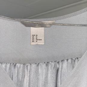 Fin kjole fra H&M; jeg er selv en s og har brugt den som en løs sommerkjole!