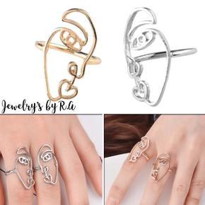 Super flotte ringe i lækkert design✨ Fås i guld og sølv.  1 stk 30kr  2 stk 50kr