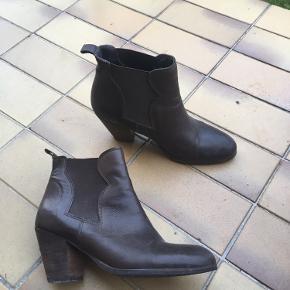 flotte brune støvler sælges:)