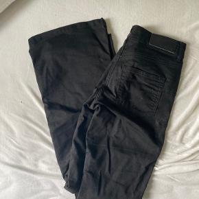 sorte tromlet bukser med lommer str 27/32 fejler intet og er faktisk næsten ikke brugt! prisen er eksklusiv fragt:) betaling over mobilepay!