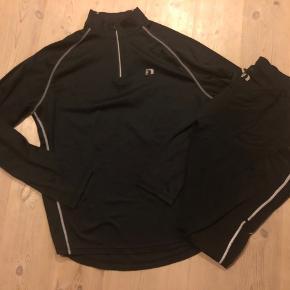 Løbetøj, bluse og buks, bukserne er i vinterudgave med blød inderside. Lynlås ved ankler og lynlåslomme bag på bukserne over lænden.   Meget sparsomt brugt.