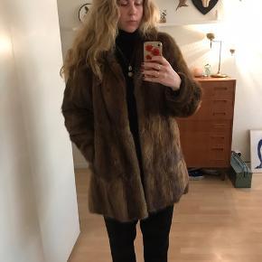 Smuk vintage pels. Sælges da jeg ikke får den brugt.