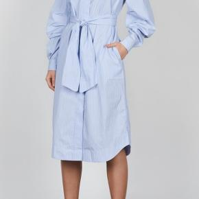 Oversized fit. Can suit sizes xs-m.