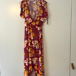 Fin kjole slå om kjole fra other stories, byd gerne!