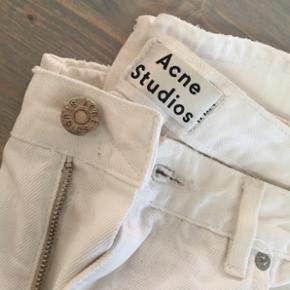 Hvide cowboy bukser fra Acne, str 25, 1099kr fra ny - byd gerne ⚪️👖